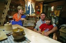 Алексей, Лена, Вика и малыш Мирослав