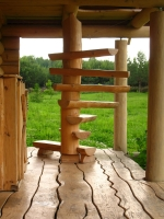 Винтовая лестница из кругляка